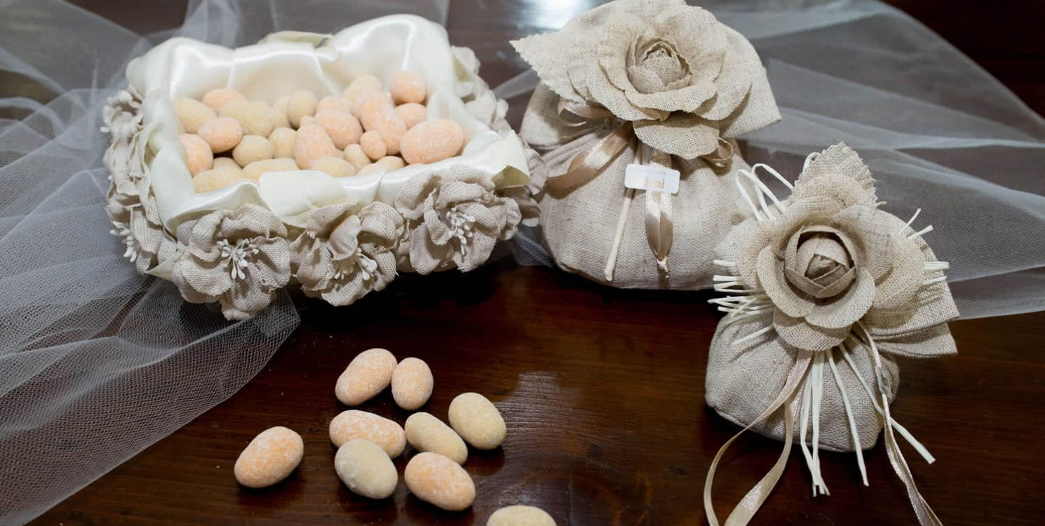 Bomboniere Matrimonio Novara.Meloni Bomboniere Vendita Bomboniere E Confetti Novara